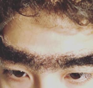 賀来賢人,眉毛,ネタ